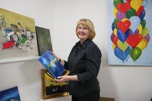 Marita Åkesson har aktivt målat tavlor i 30 år, men trots det ser hon inte sig själv som en konstnär.