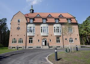 Det gamla sanatoriet i Adolfsberg  har renoverats till lägenheter.