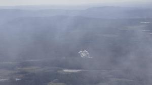 25 juli. Försvarsmakten, tillsammans med andra myndigheter, provar effekterna av en flygbomb mot skogsbrand på Älvdalens skjutfält. Bomben av typ GBU-49 släpptes på  GPS-koordinater från en JAS 39 Gripen. Foto: Mats Nyström, Försvarsmakten