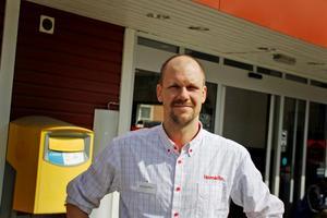 Kristoffer Pettersson, chef på Hemköp i centrala Avesta, menar att stölderna är en verklighet som handlare får förhålla sig till.