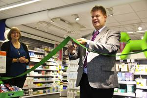 Mitt hjärtas regionchef Christina Jonsson applåderade kommunalrådet Sven-Erik Lindestam (S) som klippte invigningsbandet.