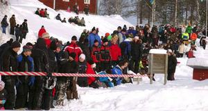 Den första Snöyran  i Lillhärdal blev en publiksuccé. Här publiken under skoterhoppningen.