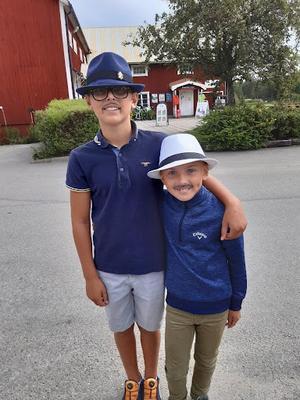 Mustaschvinnarna Viktor och Emil Månström.