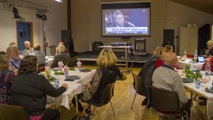 Socialdemokraterna följde flera olika nyhetssändningar om valet.