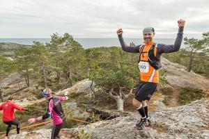Stefan Ellmin, Hackås är lycklig över att ha nått höga höjder i Härnö Trail. Bild: Martin Edholm.