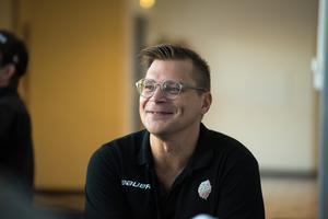 Om Björn Hellkvist fick välja vilken ledare som helst till sitt team skulle han välja Andreas Hadelöv, den tidigare målvakten som Hellkvist jobbade ihop med i Malmö Redhawks.