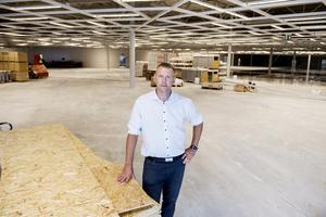 Johan Tallberg, butikschef Eko Stormarknad ser fram emot att öppna en helt ny butik.
