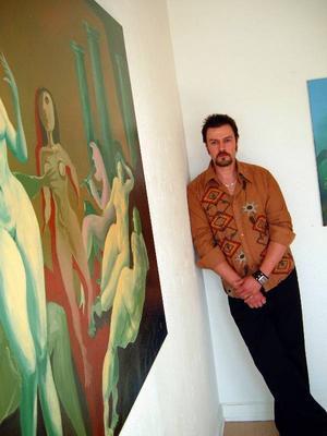 Konst i dionysisk yra visas just nu på Härke konstcentrum med bilder av ungerskfödde Attila Vass.
