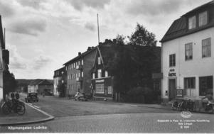 Köpmansgatan sedd från Storgatan. Andra byggnaden på höger sida var Frälsningsarmén.