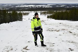 Peter Emretsson i en av de nedfarter som nu färdigställs. Kvar är nu liftarna.