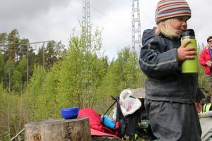 Treåriga Alvina Axelsson Persson följde tillsammans med mamma Anna Axelsson med storebror Adrian på utflykten.