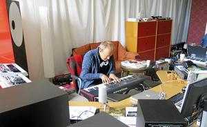 Musik är inte underhållning, det är större än så, säger Mikael Strömberg med viss risk för att låta pretentiös.
