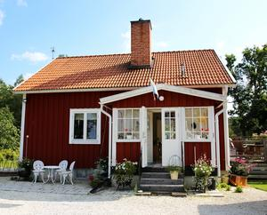 Huset är en gammal arbetarbostad som flyttades till Kloten på 50-talet.