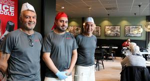 Hasan Cakir, Mehmet Tekciftci och Ramazan Tekciftci bygger ut sin restaurang, som Swedbank lämnat.