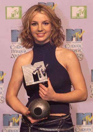 Britney Spears efter genombrottet 1999 på MTV Awards i Dublin där hon vann hela fyra priser. Bild: AP Photo/Christine Nesbitt