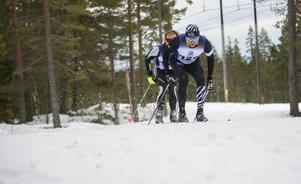 Thommy Larsson, Team B3, och – i bakgrunden – Linus Af Wåhlberg från Ölands SK, följdes åt i spåret.
