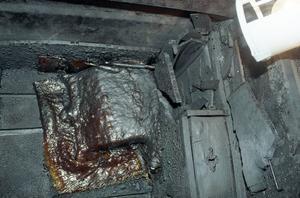 Mycket jobb krävdes för att restaurera det värdefulla relikskrinet. När det hittades såg det ut som en bränd klump. Foto: Hans-Åke Sandberg