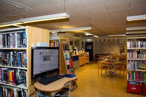 Förstörelse och datorer som manipulerats med stötande bilder är några av incidenterna som lett till en begränsning av öppettiderna på Sorunda bibliotek.