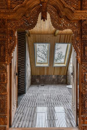 På övervåningen i huvudbyggnaden finns ett stort duschrum. Foto: Fisheye Foto i Roslagen