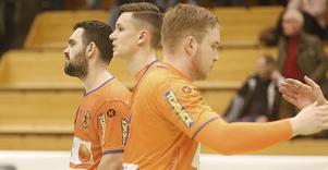 Fatlum Ahmeti och Jesper Nilsson i Lif Lindesbergs Örebromatch senaste Örebromatch, den 8 mars i fjol. I år blir det ingen.