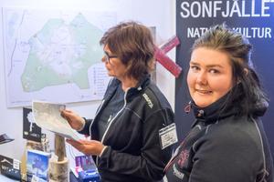 Caroline Wemhammar  och Ann Charlotte Wallström Bergström visade upp vad Sonfjället natur och kultur centrum har att erbjuda.