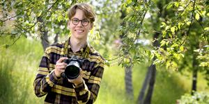 """""""Många i min ålder jobbar på McDonalds och andra liknande jobb för att få ihop pengar. Jag tyckte att det var bättre att jobba som fotograf direkt"""", säger Pontus Stigberg."""