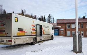 Dagens första stopp är Båtbackens friskola i Nor. Där jobbar man även med åldersblandade läsgrupper.