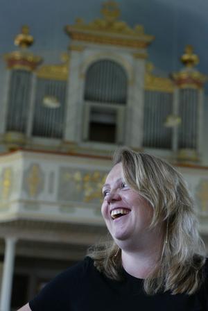 Ann-Kristin Färnström, organist i Sköns kyrka, fortsätter att ge sina ambitiösa konserter med orgelmusik av hög klass.