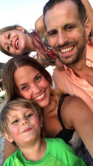 Familjen Bergström – Louie, Vilja, Mikaela och Jonas. Foto: Privat
