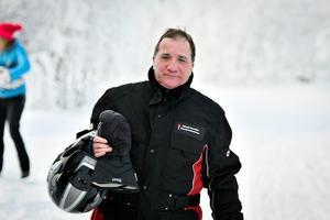 Löfven körde skoter till Sameviste under sin turné i Jämtland till vanligt folk. Och det blev bra bilder i tidningarna. Foto: Robert Henriksson/TT