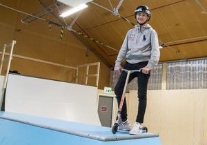 Casper Rosendahl säger att han nu inte behöver resa till Eskilstuna längre för att kunna träna i en inomhushall. Han ser fram emot att få vara med och bestämma vad nya skejthallen ska heta.