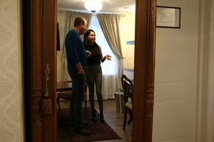 Ana har stått för inredningen som går i en gammaldags stil med antika möbler.