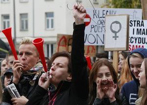 Aborträtt. Efter stora demonstrationer tvingades den polska regeringen backa från vad som skulle ha inneburit ett totalförbud mot abort.