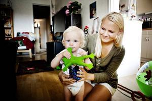 Josefine Landström med sonen Lukas