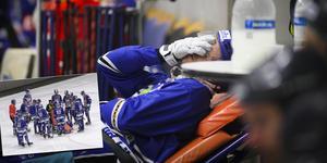 Martin Johansson fördes av isen på bår och lämnade senare arenan i ambulans.