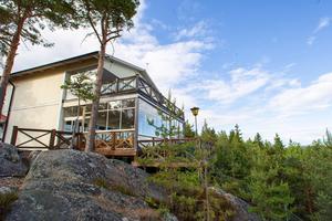 Agneta Olsson och sonen Rikard Lövgren bestämde sig för att satsa på Avholmsberget.