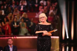 Svt:s Ann-Britt Ryd Pettersson får Kristallens Hederspris då TV-branschen håller sin årliga prisgala Kristallen på Cirkus. Foto: Sören Andersson/TT