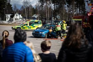 Malung-Sälens räddningstjänst hade uppvisning och övning strax utanför Orrskogen. I det fejkade händelseförloppet hade en bil krockat och två personer skadats allvarligt varav en satt fast ordentligt och det tog drygt 20–30 minuter från när larmet gick tills att räddningtjänsten lyckats få ut båda personerna ut den sönderklippta bilen.