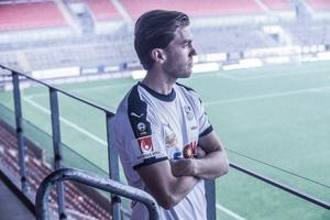 Martin Broberg är klar för tre nya år i ÖSK.