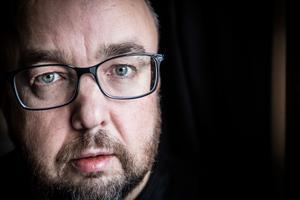 Johan Eklund, ST-facket på Arbetsförmedlingen, berättar att ledningens positiva syn på omläggningen orsakat ilska bland medlemmar.