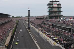Närmare 300 000 åskådare fanns på plats på Indianapolis Motor Speedway när Marcus Ericsson gjorde debut i Indy 500 på söndagen. Foto: Richard Dowdy/Indycar