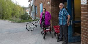 """""""Jag flyttade hit för att jag vill bo i centrum"""", säger Eva Wikenholm. Om hon tvingas gå ut uppe på åsen blir det en annan känsla. Oliver Eriksson håller med."""