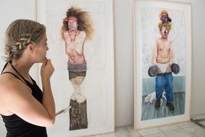 – Vi har egentligen inte så mycket gemensamt, förutom att vi är västerlänningar och att vi båda har utbildningar utanför konstvärlden, han är illustratör och jag har hantverksbakgrund. Men vi har inte alls samma bakgrund, säger Cecilia Jansson om hennes och Geoffrey Chadseys likheter och skillnader.