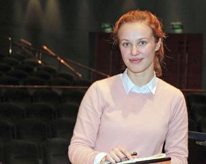 Giedrė Slekytė är kvällens dirigent med Gävle Symfoniorkester. Alla verken som framförs är nya för henne. Speciellt glad är hon att Skjrabins sällan spelade pianokonsert står på programmet. Det är en av hennes favoriter. Bild: Kerstin Monk