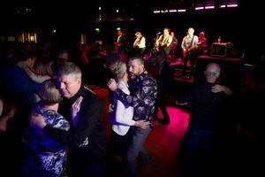 Dansgolvet var välfyllt när Per Lundgrens återförenades efter ett 27 år långt uppehåll.