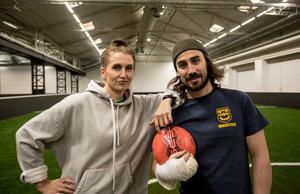 Hanna och Simon Tierney har en sportanläggning ihop.