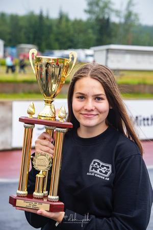 Wilma Andersson, Näsviken, är glad över sitt SM-silver. Foto: Hans Eriksson