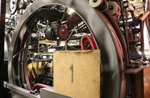 Maskinerna som tar emot käglor och klot är tillverkade 1961. De monteras också ned och flyttas till de nya lokalerna.