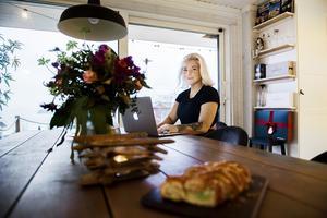 När Jenny Svedberg Freéd arbetar hemifrån sitter hon gärna vid det stora matbordet.