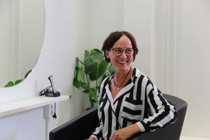 Ulla Sjöstrand berättar att salongen redan haft tre kunder innan premiäröppningen.
